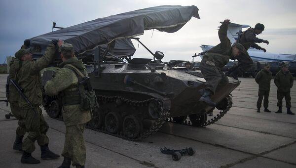 Швартовка боевых машин десанта БМД-2. Архивное фото