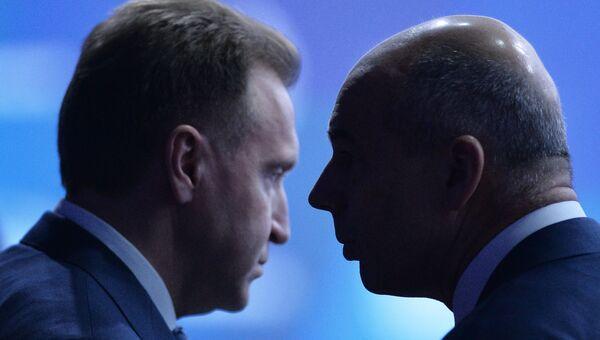 Первый заместитель председателя правительства РФ Игорь Шувалов и министр финансов РФ Антон Силуанов на международном инвестиционном форуме Сочи 2016