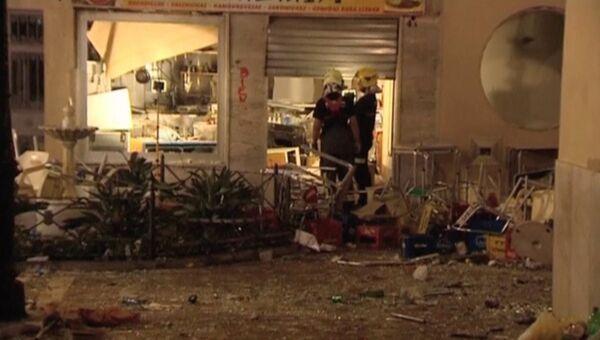 Спасатели на месте взрыва газового баллона в кафе в Малаге, 1 октября 2016