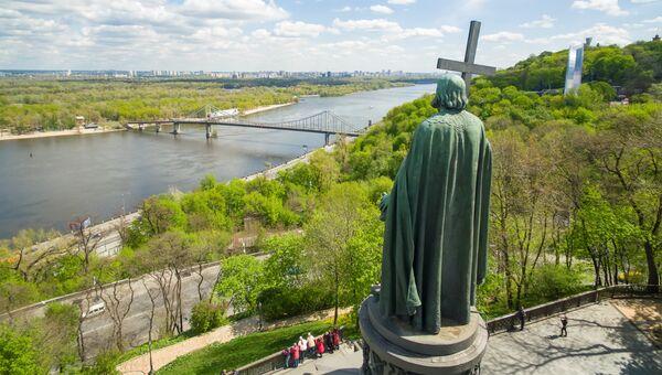 Памятник князю Владимиру в парке Владимирская горка в Киеве. Архивное фото