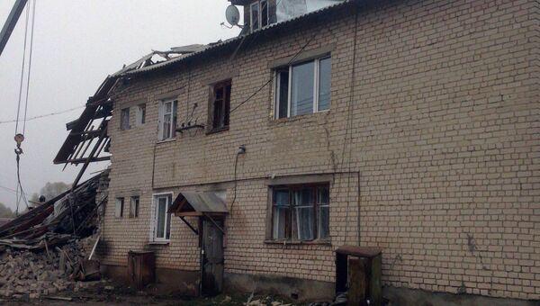 Обрушившейся в результате взрыва бытового газа подъезд в многоквартирном двухэтажном доме в поселке Ильинское в Ивановской области