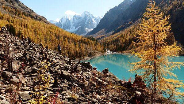 Нижнее Шавлинское озеро в Кош-Агачском районе Республики Алтай. Архивное фото