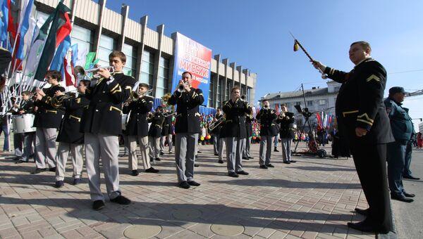 Духовой оркестр на митинге в Луганске против иностранной вооруженной миссии на Донбассе