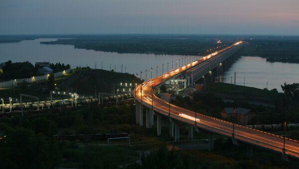 Вид на железнодорожно-автомобильный мост через реку Амур в Хабаровске. Архивное фото