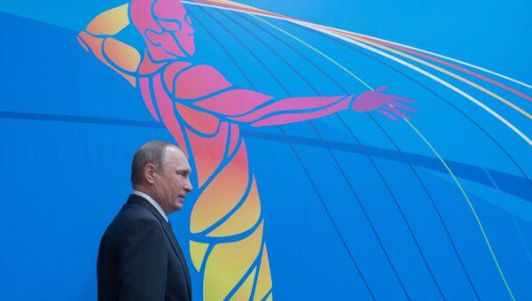 Владимир Путин перед началом заседания Совета по развитию физической культуры и спорта в Коврове. 11 октября 2016