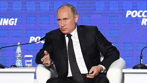 Президент России Владимир Путин на инвестиционном форуме ВТБ Капитал Россия зовет!