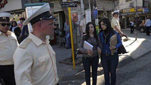 Моряки тяжелого атомного ракетного крейсера Петр Великий на улицах сирийского города Тартус