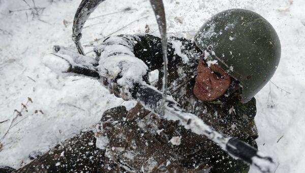 Испытания на право ношения крапового и зеленого берета среди военнослужащих Национальной гвардии РФ. Архивное фото
