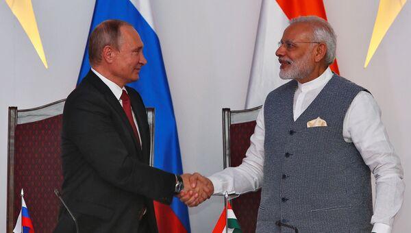 Президент РФ Владимир Путин и премьер-министр Республики Индии Нарендра Моди после переговоров в рамках саммита БРИКС