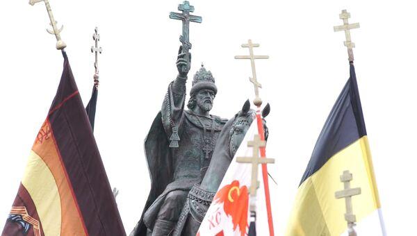 С крестом и на коне – первый в РФ памятник Ивану Грозному открыли в Орле