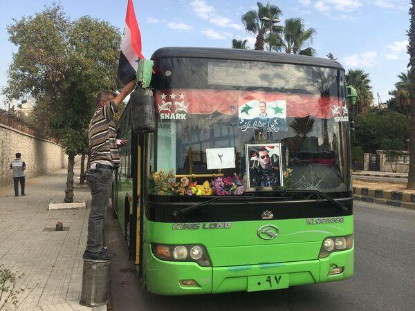 Один из автобусов на котором планируют вывозить боевиков из восточного Алеппо