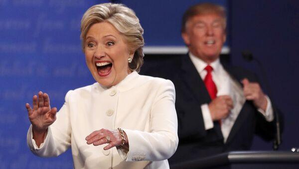 Кандидаты в президенты США Дональд Трамп и Хиллари Клинтон на третьих теледебатах. 19 октября 2016 года