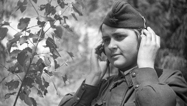 Радистка младший сержант Анна Соврикова. 1942 год
