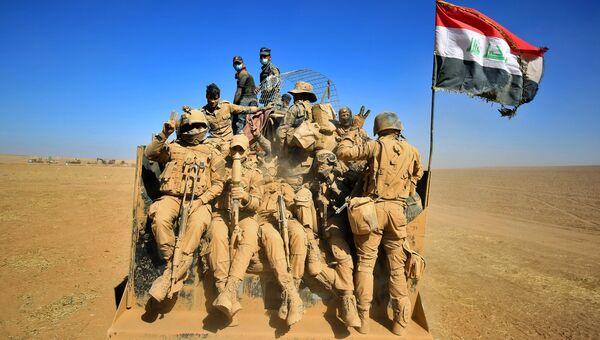 Иракские военные в пустыне на берегу реки Тигр во время операции против ИГ в Мосуле. 20 октября 2016