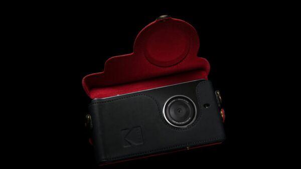 Смартфон Kodak Etra в чехле