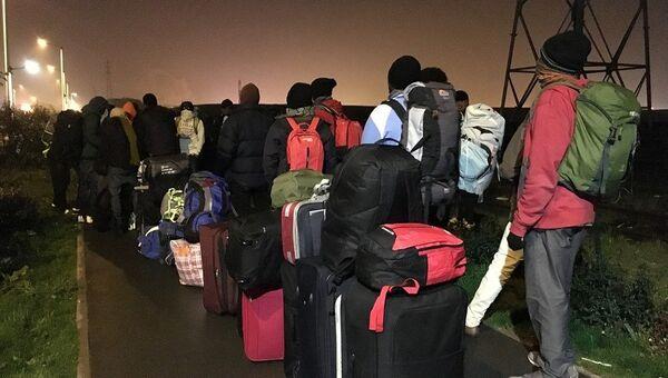 Беженцы из лагеря в Кале. Архивное фото