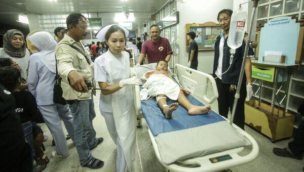 Раненный в результате взрыва на рынке в провинции Паттани в Таиланде ребенок