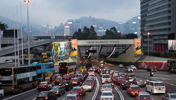 Движение на улице Гонконга. Архивное фото