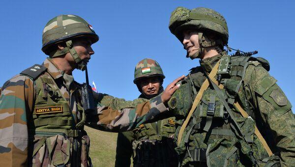 Российский и индийские военнослужащие. Архивное фото