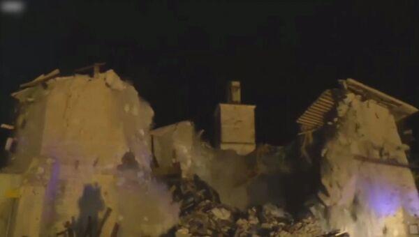 Церковь XV века обрушилась во время землетрясения в Италии. Кадры инцидента