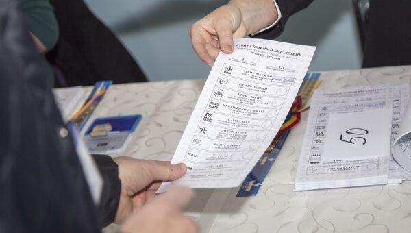 Во время голосования на выборах президента Молдавии на избирательном участке № 121 в Кишиневе
