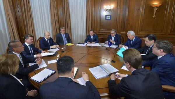 Премьер-министр РФ Д.Медведев проводит встречу с руководством партии Единая Россия. 31 октября 2016