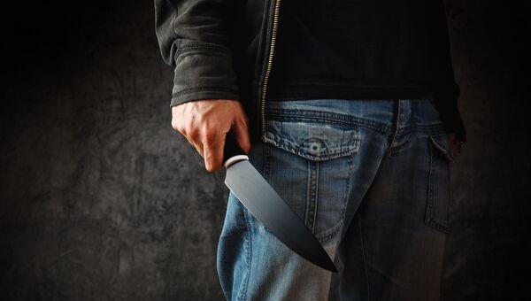 Преступник с ножом. Архивное фото