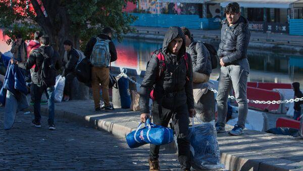 Беженцы в Париже. Архивное фото