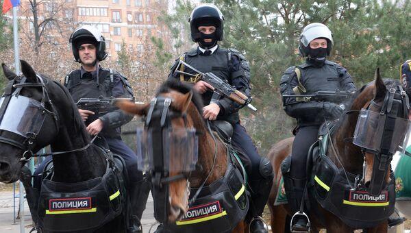 Сотрудники правоохранительных органов в Москве. Архивное фото