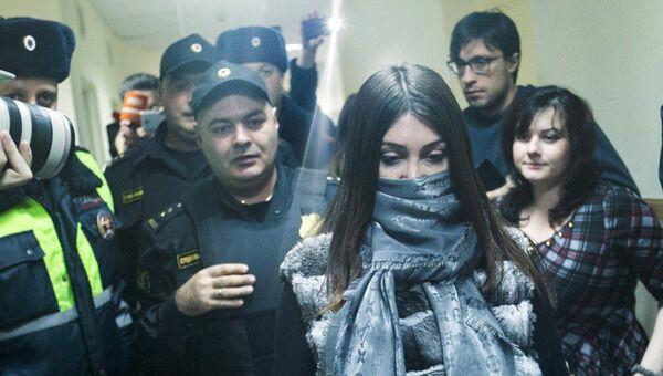 Задержанная за нарушение ПДД Мара Багдасарян в Савеловском районом суде Москвы. 7 ноября 2016