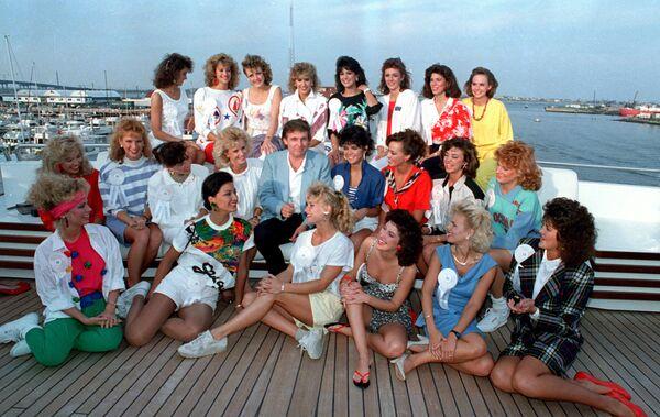 Дональд Трамп с участницами конкурса красоты на борту собственной яхты в Атлантик-Сити, 1988 год