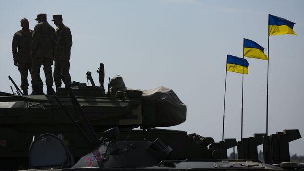 Украинские военные на аэродроме в Чугуево Харьковской области. Архивное фото