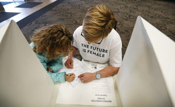 Работа избирательного участка в городе Де-Мойн, Айова