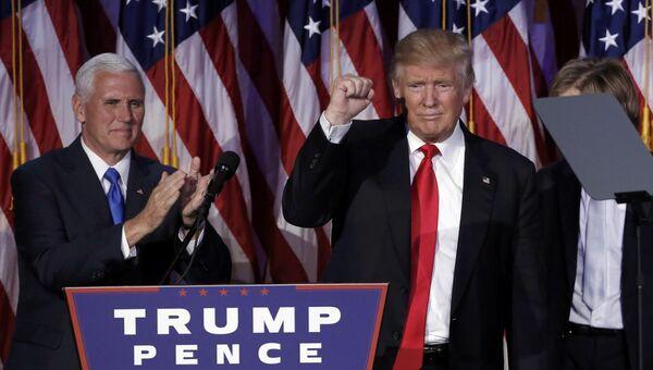 Избранный президент США Дональд Трамп и вице-президент Майк Пенс в Нью-Йорке. 9 ноября 2016