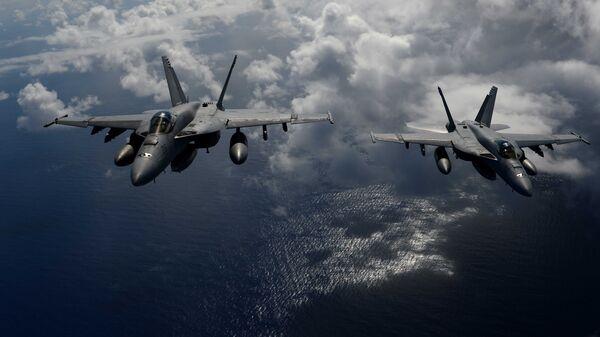 Истребители ВМС США F/A-18. Архивное фото