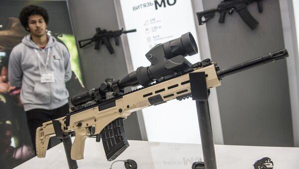 Самозарядная снайперская винтовка - СВК на стенде концерна Калашников. Архивное фото