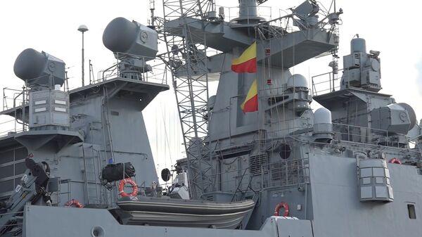 Головной сторожевой корабль Адмирал Григорович у берегов Сирии в Средиземном море