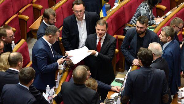 Лидер Радикальной партии Олег Ляшко на заседании Верховной рады Украины в Киеве. Архивное фото