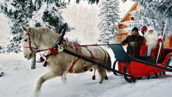 Главный Дед Мороз России из Великого Устюга едет на санях в резиденции татарского Деда Мороза в селе Яна-Кырлай