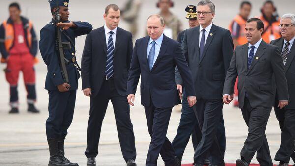 Президент России Владимир Путин в аэропорту Лимы, Перу