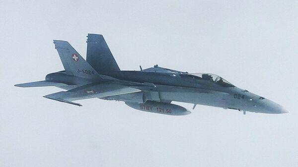 Швейцарский истребитель, сопровождавший летевший на АТЭС борт с делегацией РФ. Архивное фото