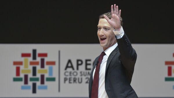 Программист Марк Цукерберг во время саммита АТЭС в Лиме
