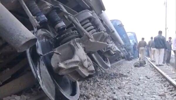 На месте крушения поезда в Индии, 20 ноября 2016