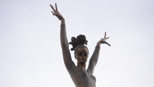 Памятник балерине Майе Плисецкой. Архивное фото