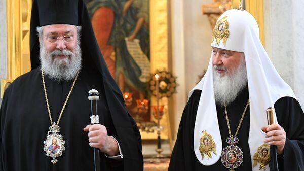 Патриарх Московский и всея Руси Кирилл во время встречи в Москве с архиепископом Новой Юстинианы и всего Кипра Хризостомом II