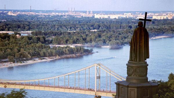 Вид из парка Владимирская горка на реку Днепр. Киев