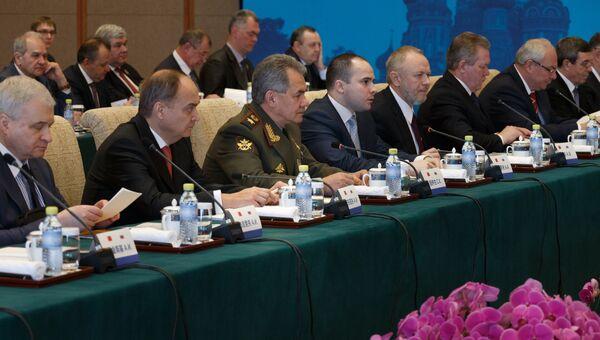 Министр обороны РФ Сергей Шойгу во время встречи в Пекине с заместителем председателя Центрального военного совета КНР Сюй Циляном. 23 ноября 2016
