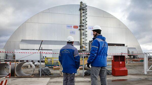 Новое укрытие над четвертым энергоблоком Чернобыльской АЭС