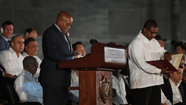 Президент Южно-Африканской Республики (ЮАР) Джейкоб Зума выступает во время митинга в память об ушедшем из жизни лидером кубинской революции Фиделе Кастро на площади Революции в Гаване