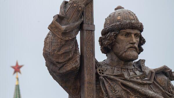 Памятник святому равноапостольному князю Владимиру на Боровицкой площади в Москве. Архивное фото